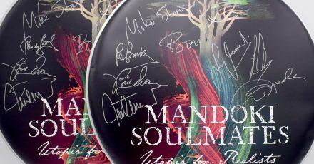 Gewinnspiel: Wir verlosen zwei bedruckte und signierte Drum-Felle von ManDoki Soulmates